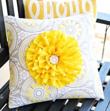 Flower pillow tutorial apumpkinandaprincess.com