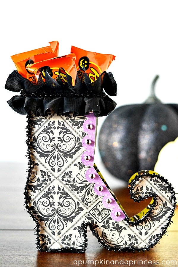 Halloween Party Favors: Witch Shoe Treat Boxes