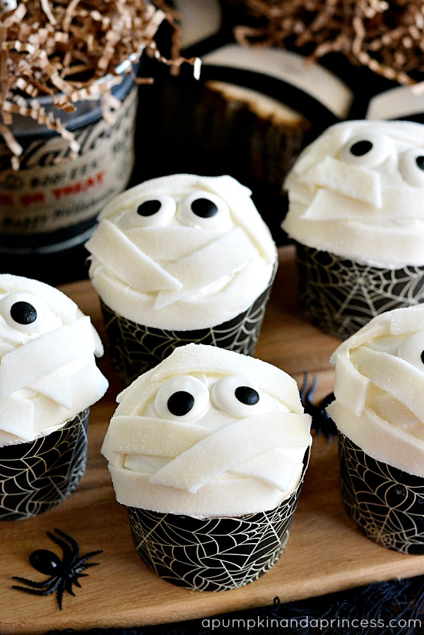 Halloween Party Food - Mummy Cupcakes