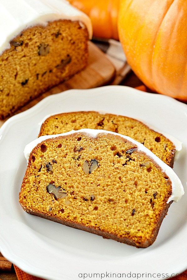 Easy pumpkin bread with cream cheese icing. This pumpkin bread has the ...