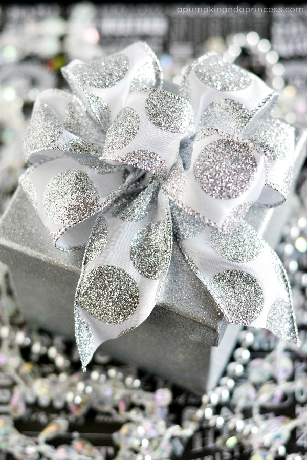 How to make a gift bow with a Bowdabra