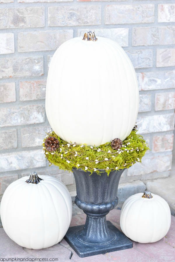 Front Porch Pumpkin Decor