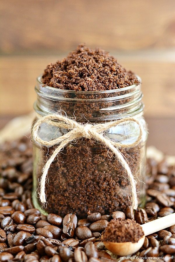 How to make coffee sugar scrub - a great handmade gift idea with nourishing oils!