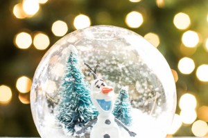 Olaf Waterless Snow Globe