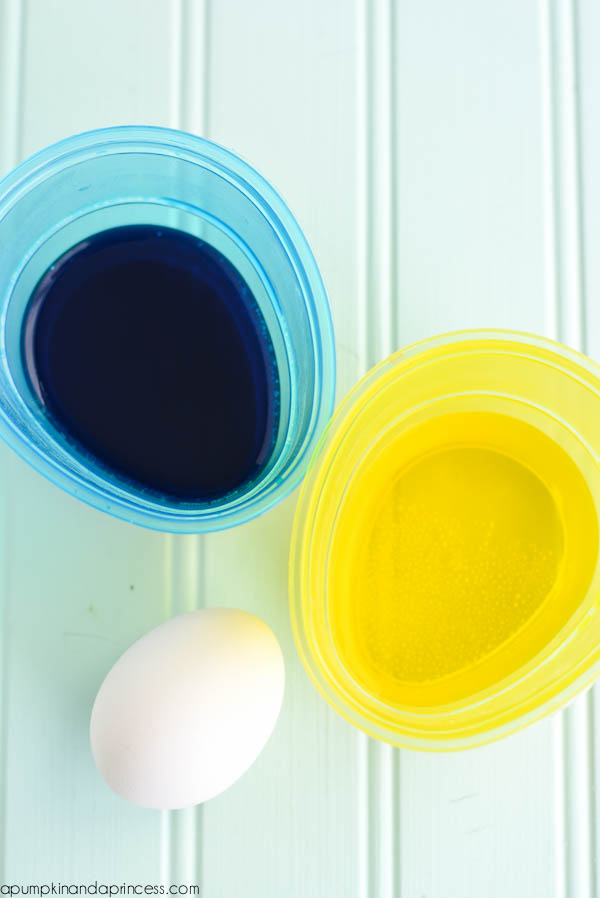 dyeing eggs