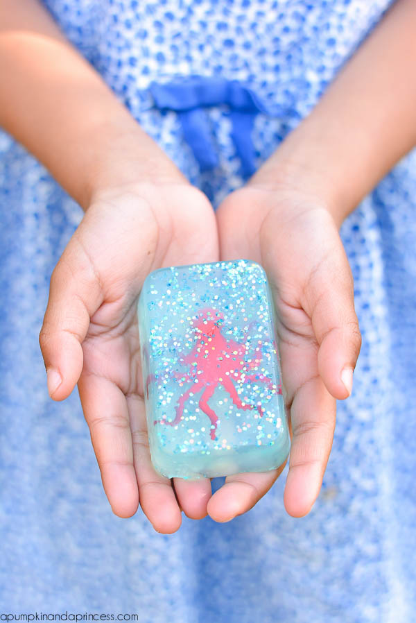 How to make ocean toy soap - easy craft idea for kids