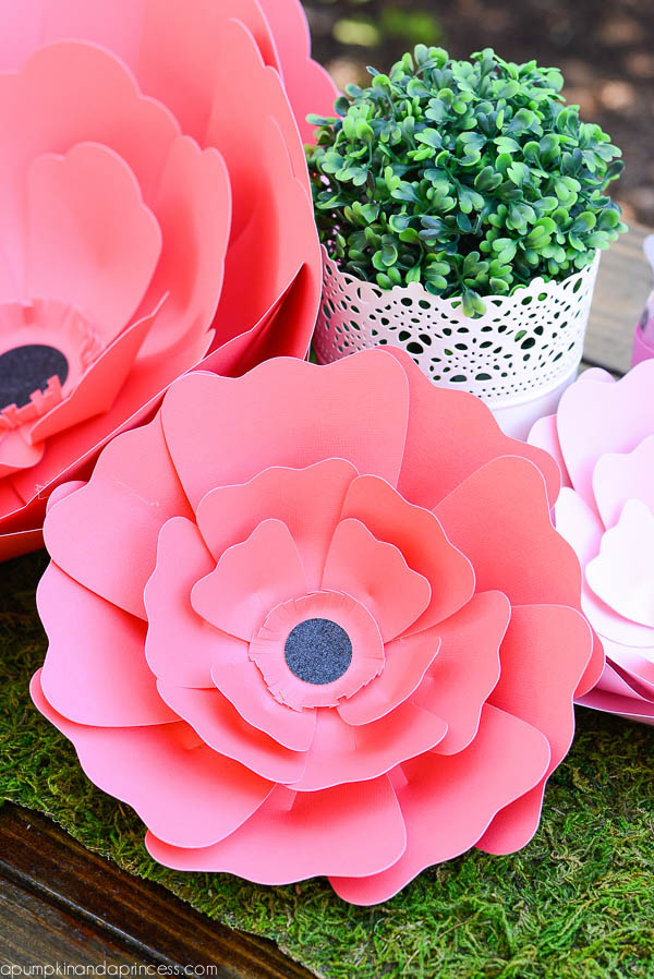 DIY Paper Flower Table Runner