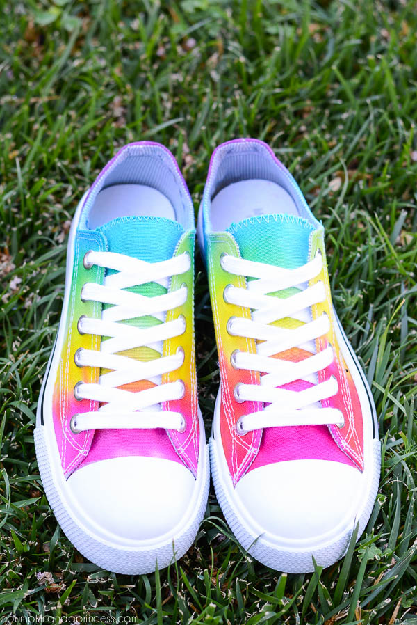 Easy tie-dye shoes craft for kids