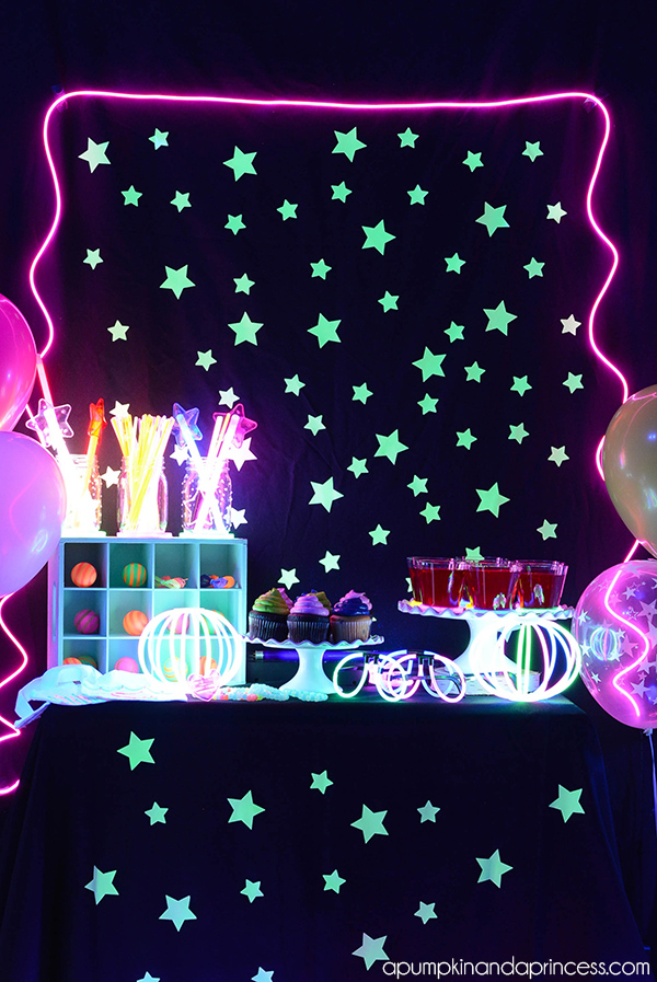 Get your glow on! Light up your party with this great glow-in-the-dark tips and ideas. Perfect for birthday parties, Halloween parties, holidays, religious events and more, these glow-in-the-dark party ideas will really make your party stand out, even on a dark night!