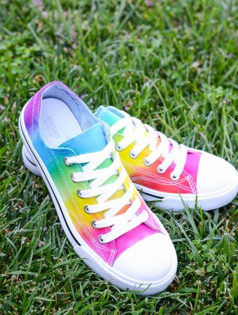 Colorful tie-dye shoes diy