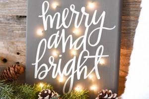 DIY Twinkle Light Christmas Canvas - how to make a Merry & Bright Christmas canvas with fairy lights