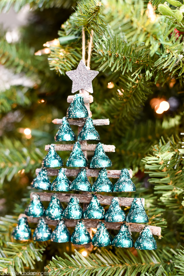 KISSES Christmas Tree - Create a Hershey's KISSES ornament or gift topper to give to a friend, neighbor or co-worker this holiday season.