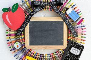 Chalkboard Crayon Wreath – great teacher gift idea!