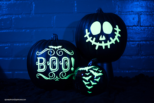 DIY Glow-in-the-dark pumpkins – welcome guests and trick or treaters with glow in the dark vinyl pumpkins!