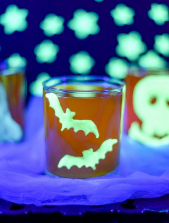 How to make glow-in-the-dark Halloween clings - great for kids and to decorate Halloween party cups!