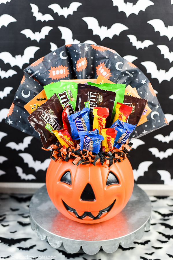 How to make a pumpkin candy bouquet