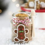 DIY Gingerbread Sugar Scrub – this easy gingerbread sugar scrub smells amazing and makes a lovely handmade gift idea!