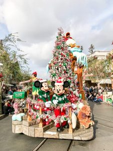 Disneyland Tips: where to stay, what to eat and tips for planning your Disneyland trip!