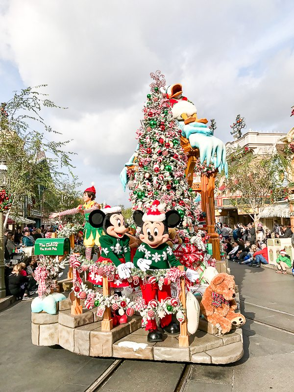Disneyland Tips & Where To Stay