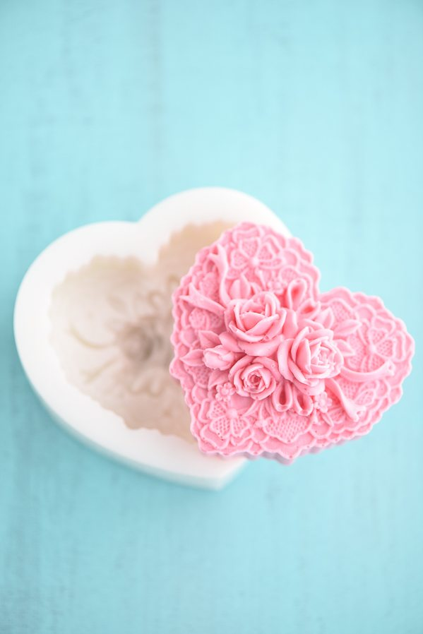 Handmade Vanilla Rose Soap – create a beautiful handmade gift or party favor with this easy DIY Vanilla Rose Soap tutorial.