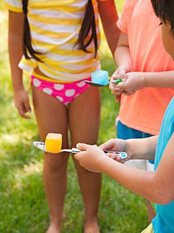 kids playing icecube game