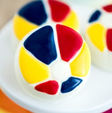 How to make your own Beach Ball Cookies! Chocolate covered OREO cookies – great for summer parties!