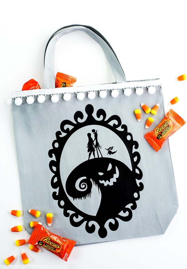 DIY The Nightmare Before Christmas Bag - create your own Jack Skellington bag to carry books, groceries or use for trick or treating!