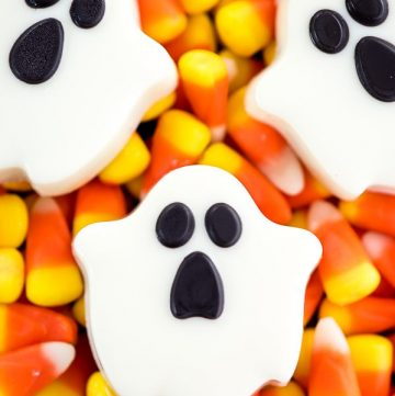 OREO Ghost Cookies – these chocolate covered OREO cookies are great for Halloween parties!