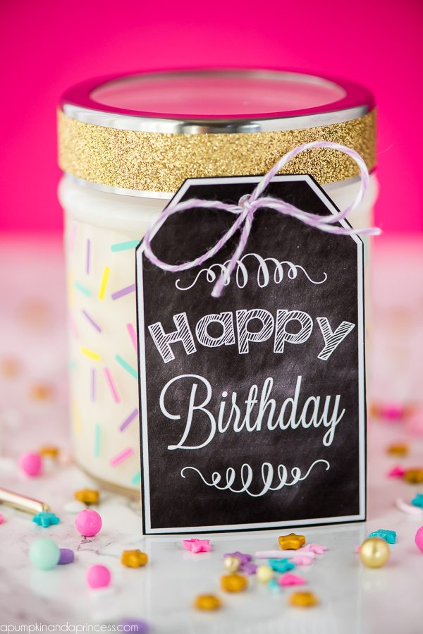 DIY Mason jar candle and printable Happy Birthday gift tag.