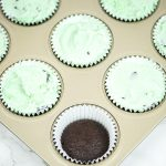 Mint Chocolate Chip Ice Cream Cupcakes – how to make ice cream cupcakes. Layers of chocolate fudge cupcake, mint chocolate chip ice cream, topped with a drizzle of chocolate.