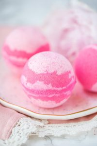 How to make Peony Bath Bombs in a few easy steps.