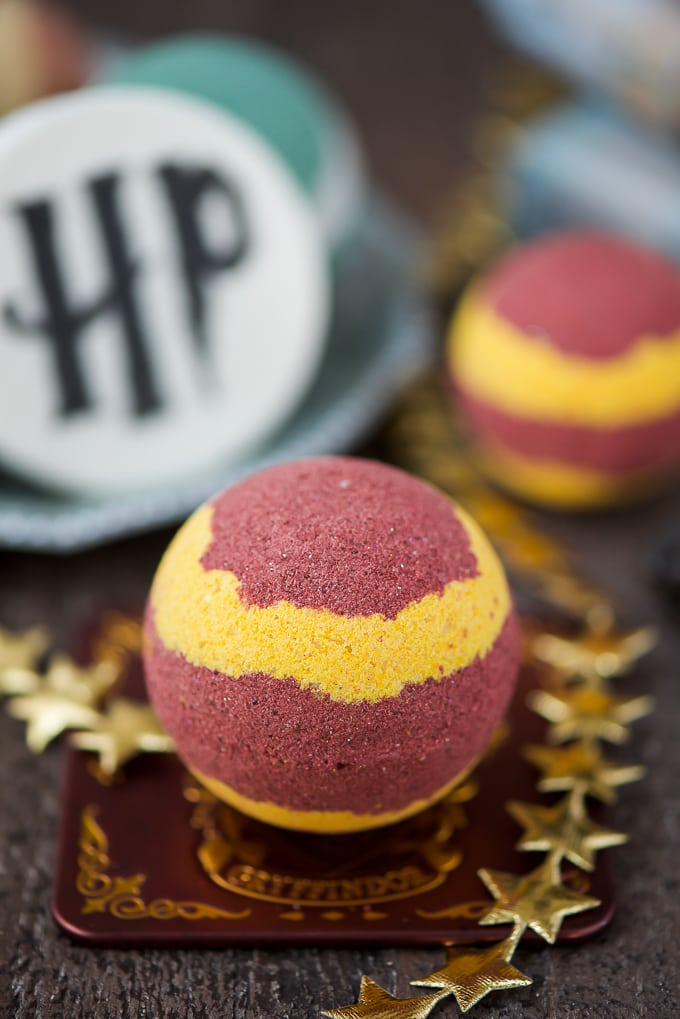 How to make Hogwarts Gryffindor Bath Bombs