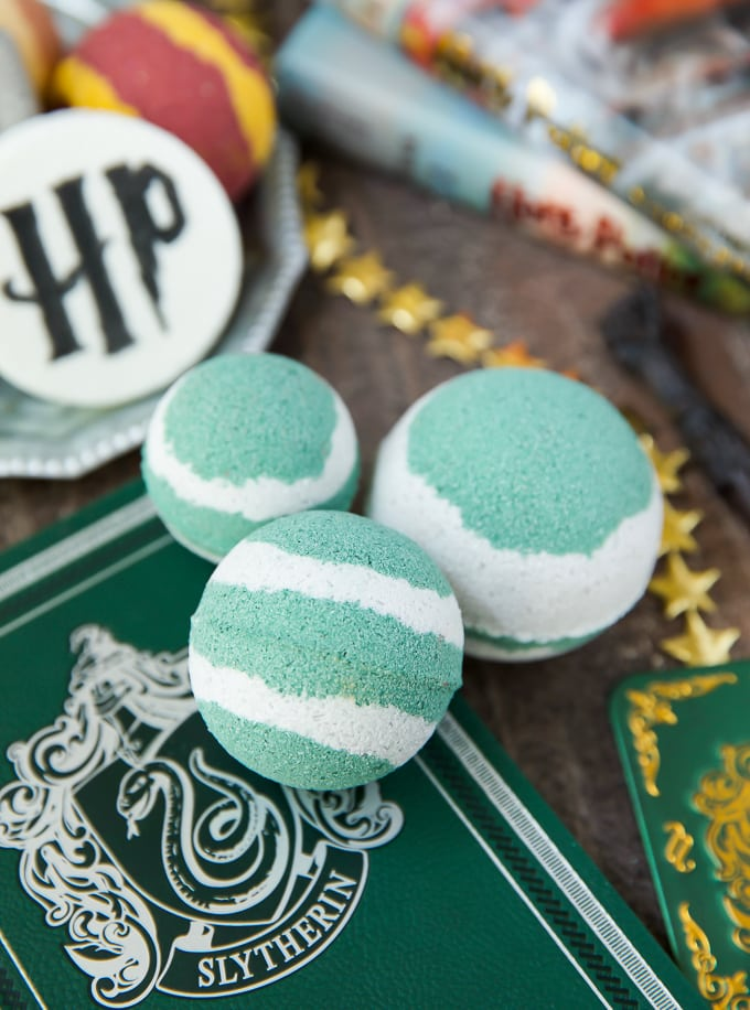 How to make Slytherin Bath Bombs