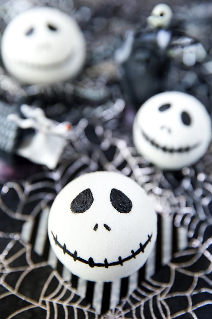 Easy DIY Jack Skellington Bath Bomb