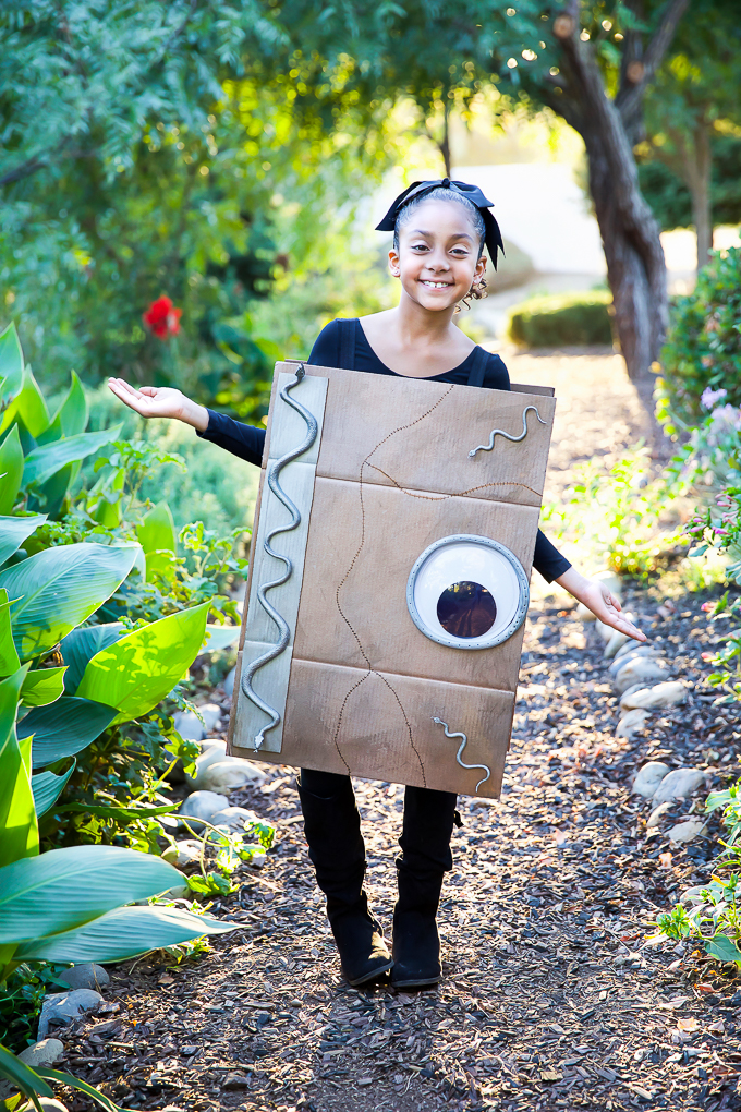 How to make a spell book costume inspired by Hocus Pocus