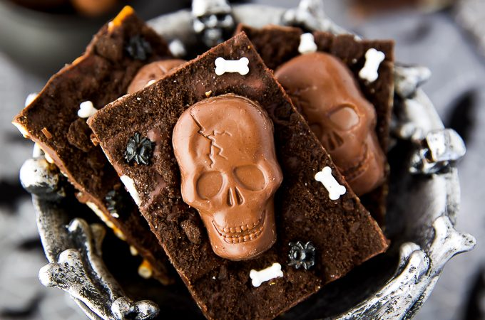 Graveyard Candy Bark - This spooky Halloween treat is easy to make and great for a Halloween party!