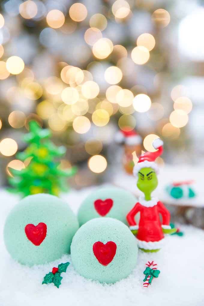 The Grinch bath bombs - easy handmade gift idea for kids!