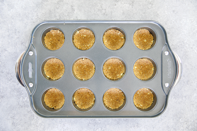 pan of cooked chesecakes