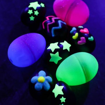 How to make glow in the dark eggs