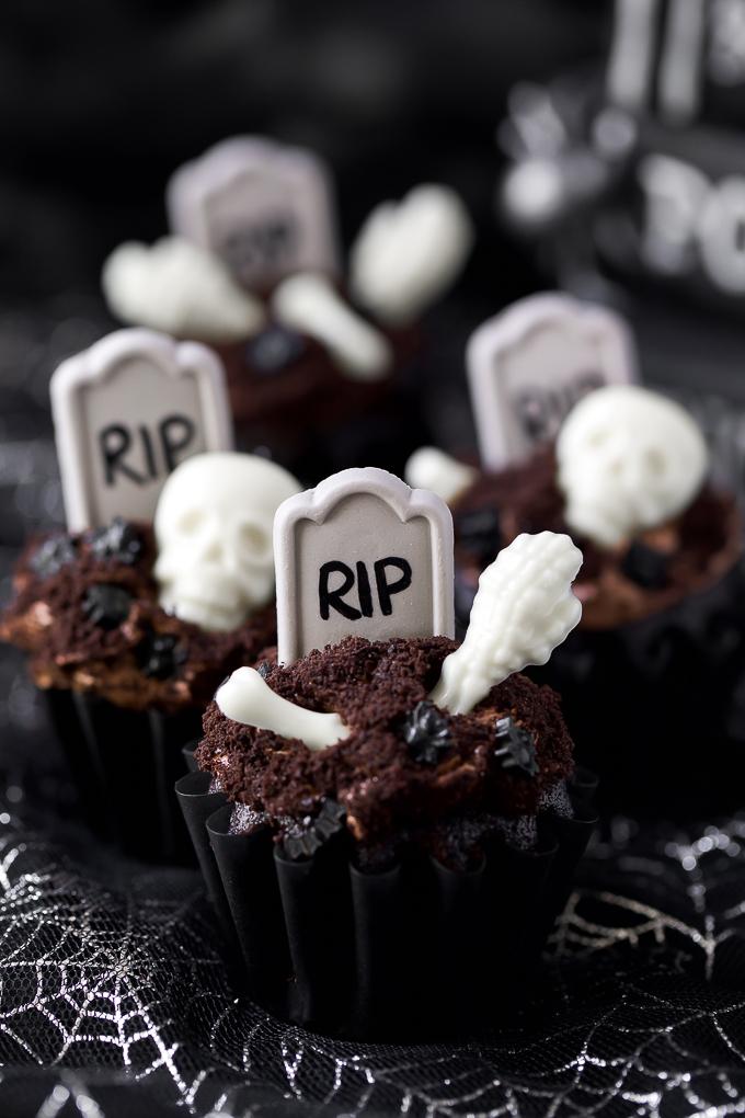 Halloween tombstone graveyard cupcake recipe