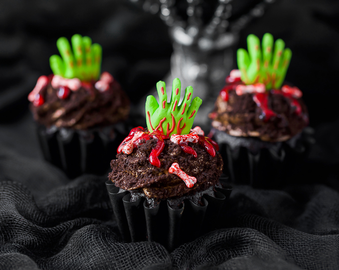 Easy chocolate zombie cupcakes for Halloween or Zombie birthday party