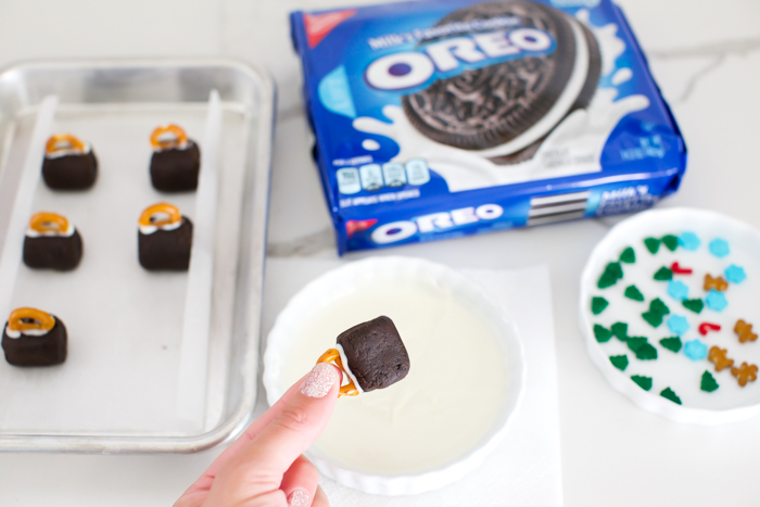 How to dip oreo balls in melted chocolate