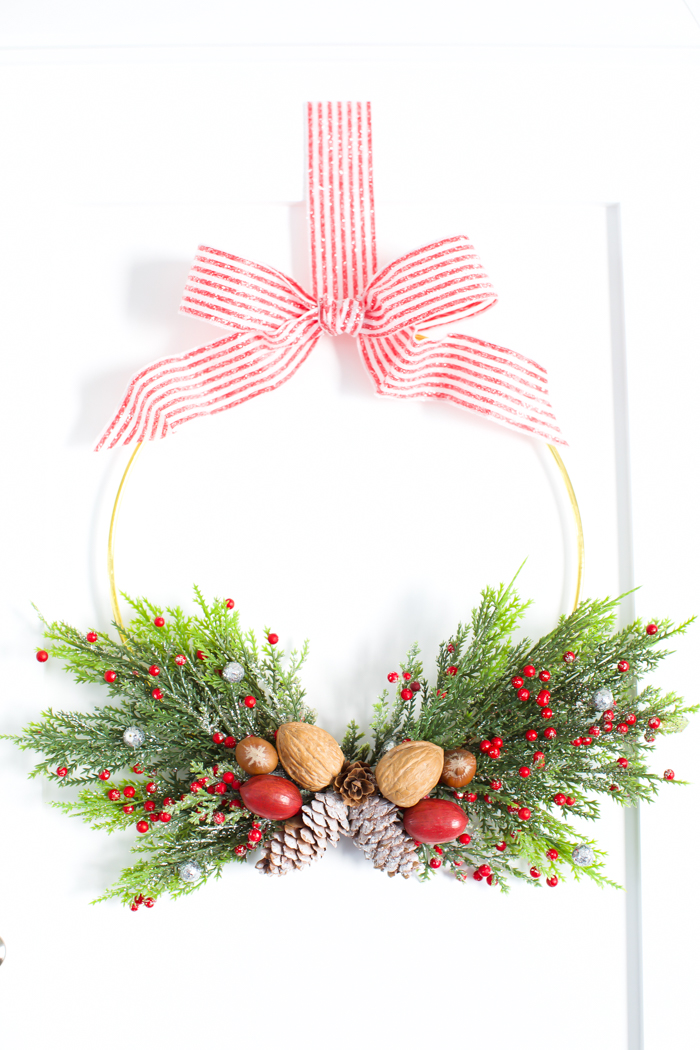 easy hoop wreath decorating ideas for the holidays