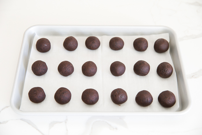 how to shape oreo ball truffles