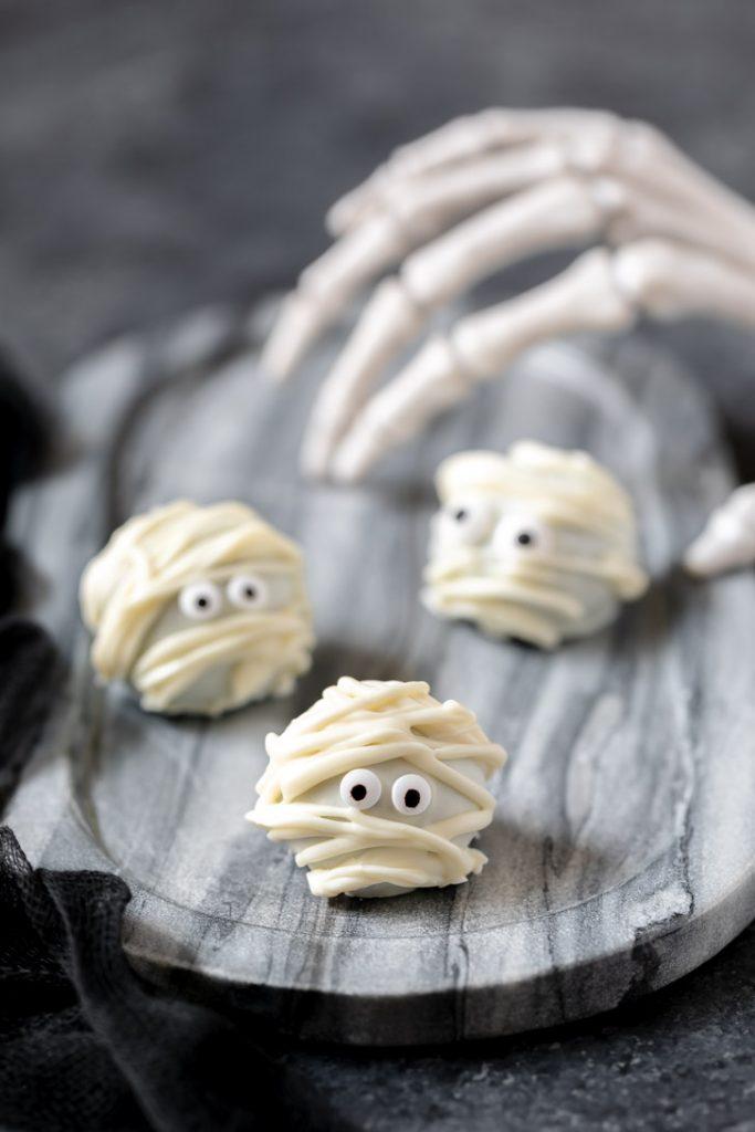 white chocolate mummy shaped oreo balls