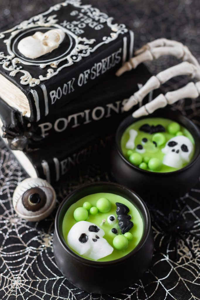diy Halloween cauldron candles